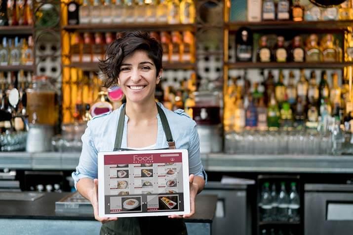 blog.deliv7.woman_holding_digi_menu